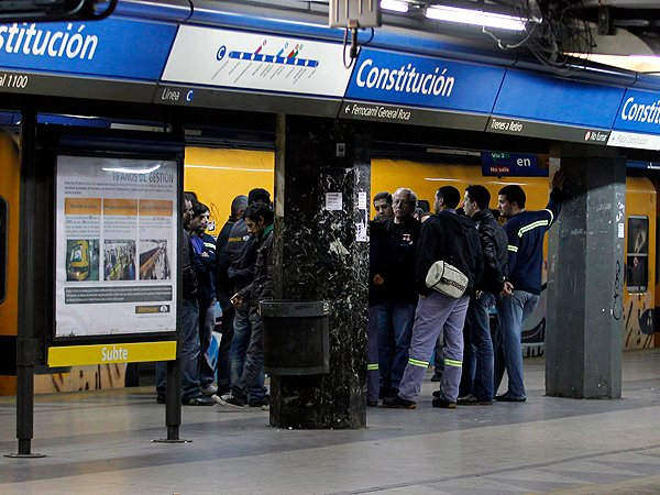 Sin solucin a la vista, la medida de fuerza en el subte se encamina al noveno da