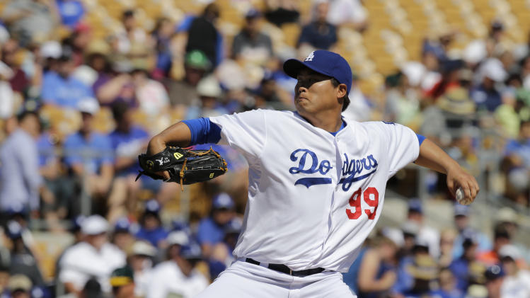 Los Angeles Dodgers' Hyun-Jin Ryu pitches against the Oakland Athletics in a spring exhibition baseball game Monday, March 10, 2014, in Glendale, Ariz. (AP Photo/Mark Duncan)