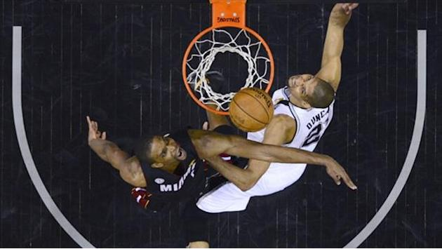Basketball - Spurs in tough to contain insufferable Heat in Finals