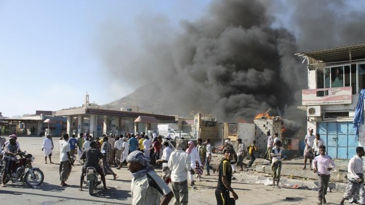 Supporters of separatist Southern Movement burn a qat market in Mukalla