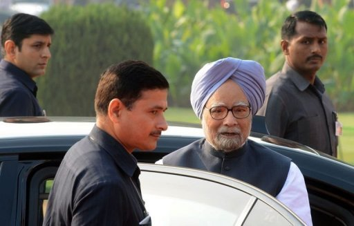 <p>Indian Prime Minister Manmohan Singh (2R) pictured arriving at The Presidential Palace in New Delhi on October 26, 2012. India's prime minister on Thursday urged his re-shuffled administration to focus all its efforts on reviving the flagging economy, and said pushing through infrastructure projects would be prioritised.</p>