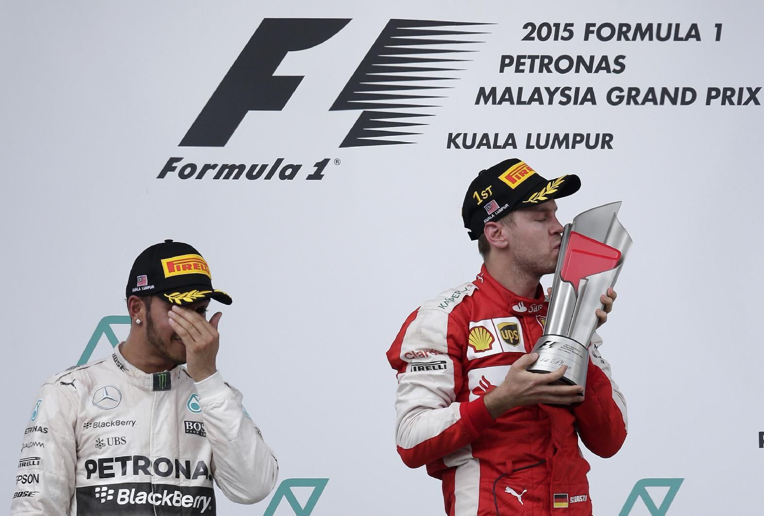 Mercedes conducts review after mistakes at Malaysian GP