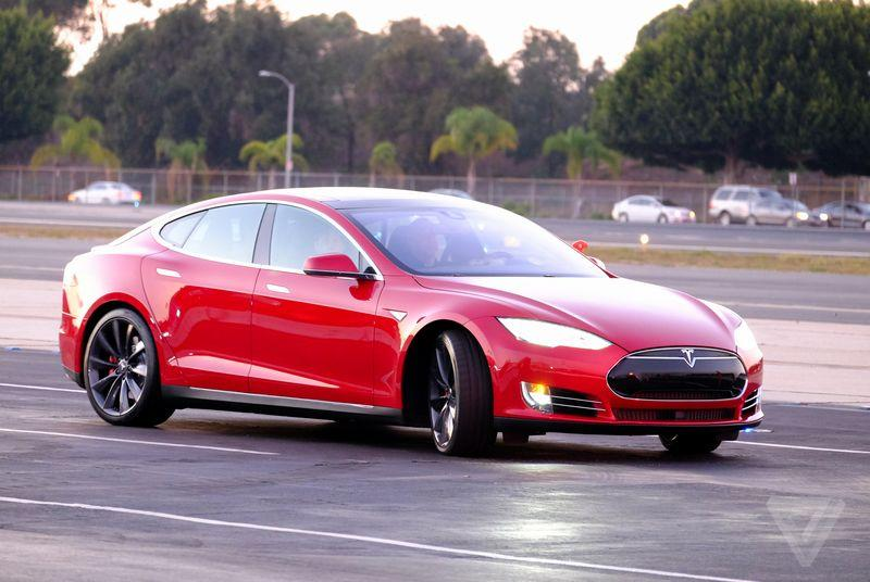 Two guys drove a Tesla almost 500 miles on a single charge