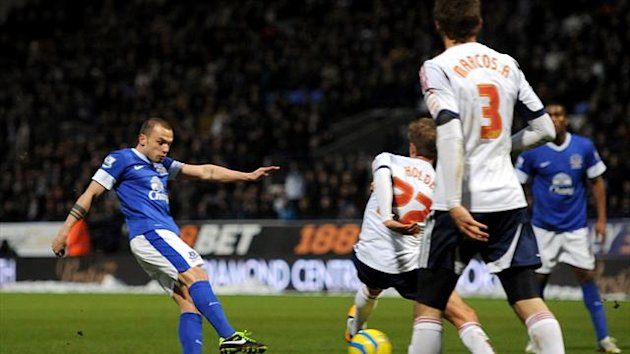 Johnny Heitinga, left, fires in Everton's winning goal late on