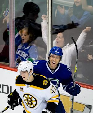 Canucks' win streak at 7 after 6-2 rout of Bruins