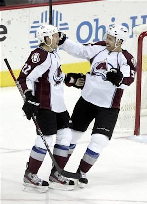 Jones scores twice in Avs' 5-0 win over Columbus