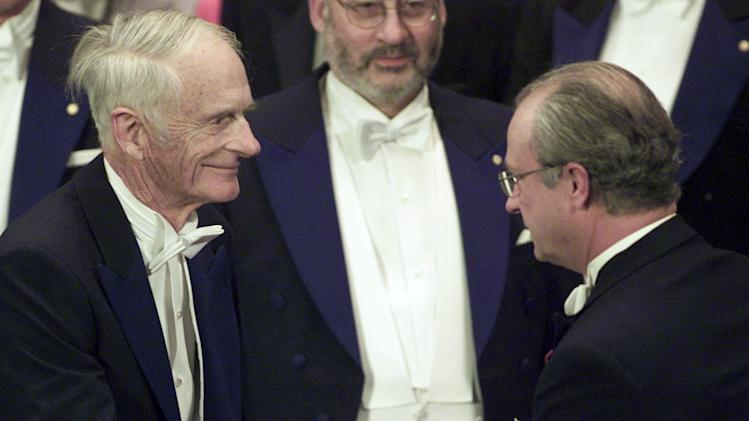 FILE - In this Dec. 10, 2001 file photo, William S. Knowles, left, receives the Nobel Prize for Chemistry from Swedish king Carl XVI Gustaf during the award ceremony in Stockholm, Sweden. Knowles, a longtime chemist at Monsanto Co. in St. Louis, died June 13 of complications from ALS according to daughter, Lesley McIntire.  He was 95.  (AP Photo/Diether Endlicher, File)