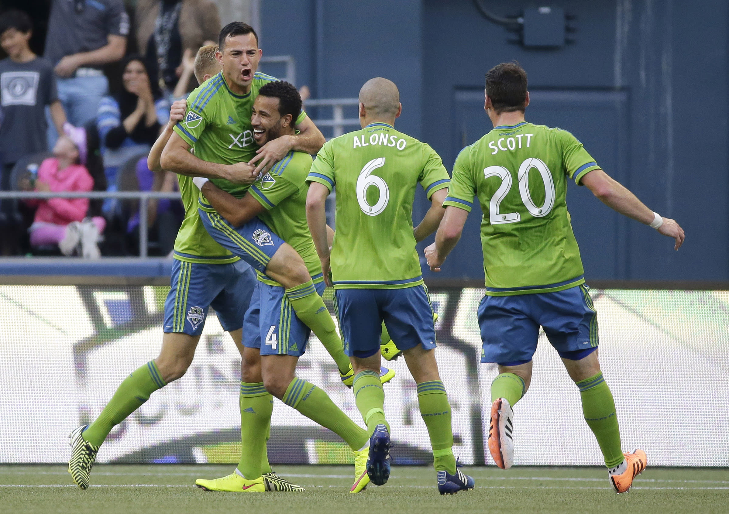 Seattle takes over top spot in West by beating Colorado 1-0