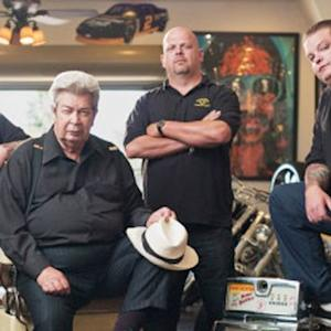 'Hardcore Pawn' stars show off sports memorabilia