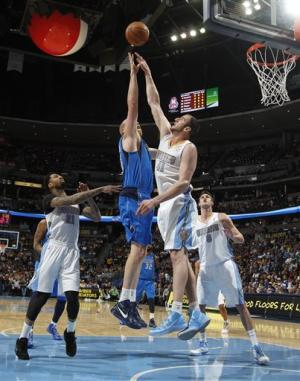 Nuggets lose Gallinari but beat Mavs 95-94