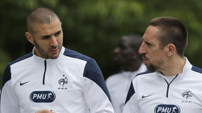 France's Karim Benzema, left, and Franck Ribery arrive for a training session at the Clairefontaine training center, outside Paris, Thursday, May 29, 2014. France are preparing for the upcoming soccer World Cup in Brazil starting on 12 June. (AP Photo/Christophe Ena)