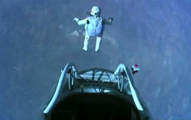 Felix Baumgartner's space jump captivates Internet, Twitter