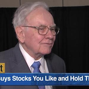 Warren Buffett Says He Has No Regrets Holding IBM Stock Instead of Apple