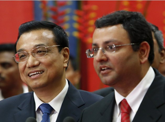 China's Premier Li and Chairman of the Tata Group of companies Mistry stand together at an office of software services company Tata Consultancy Services in Mumbai