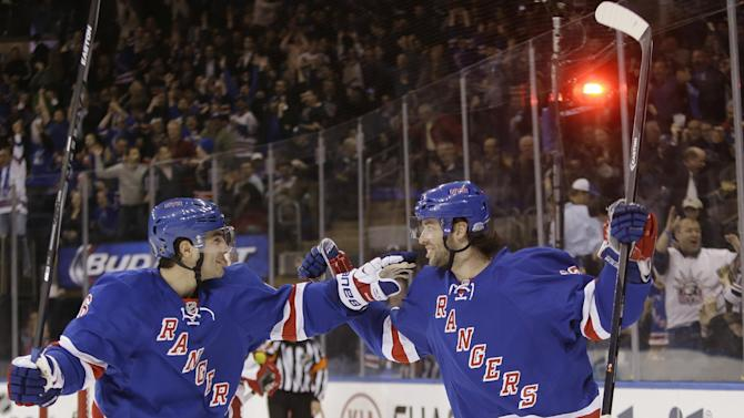 Richards' 2 power-play goals lift Rangers