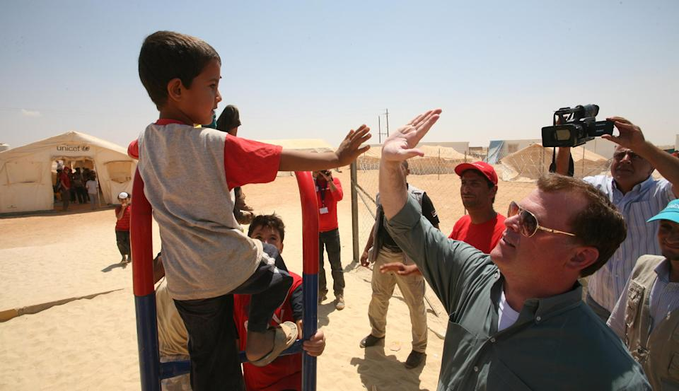 Canadian Foreign Affairs Minister John Baird greets a Syrian refugee boy s at Zaatari refugee camp,  in Mafraq, Jordan, Saturday, Aug. 11, 2012.  (AP photo/Mohammad Hannon)