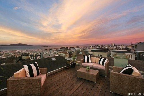 Pac Heights Townhouse Perfectly Captures One of Those Divine Recent Sunsets in Listing Photos