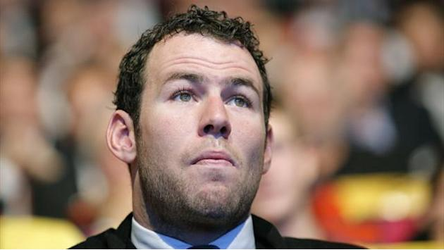 Cycling - Cavendish suffers bruising after car collision