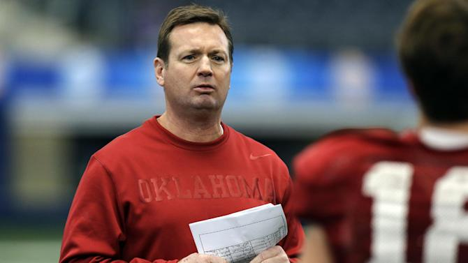 Oklahoma head coach Bob Stoops watches practice for the Cotton Bowl NCAA college football game at Cowboys Stadium, Sunday, Dec. 30, 2012, in Arlington, Texas. Oklahoma is scheduled to play Texas A&M on Jan. 4, 2013. (AP Photo/LM Otero)
