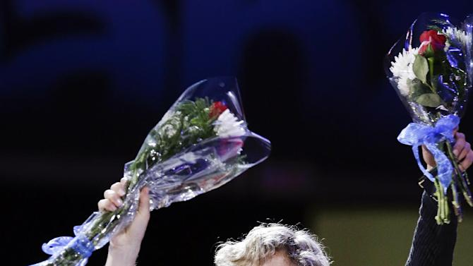 Meryl Davis and Charlie White wave after receiving the first place medal in the senior pairs free dance competition at the U.S. figure skating championships in Omaha, Neb., Saturday, Jan. 26, 2013. (AP Photo/Nati Harnik)