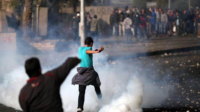 Pro and anti- government protesters clash near Tahrir Square, Cairo, Egypt,Tuesday, Jan. 29, 2013. Intense fighting for days around central Tahrir Square engulfed two landmark hotels and forced the U.S. Embassy to suspend public services on Tuesday. (AP Photo/Khalil Hamra)