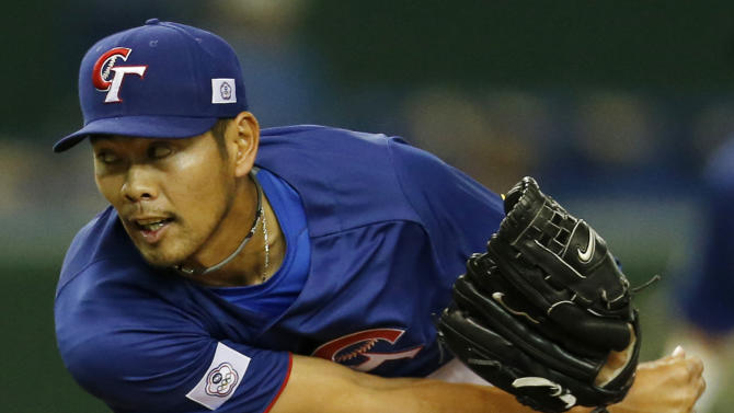 Taiwan's starter Lo Ching-lung delivers a pitch against Cuba in the first inning of their World Baseball Classic second round game at Tokyo Dome in Tokyo, Saturday, March 9, 2013. (AP Photo/Koji Sasahara)