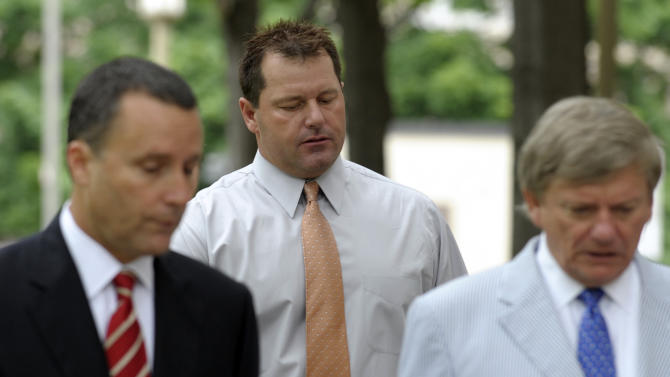 Former Major League baseball pitcher Roger Clemens, center, and his legal team, arrive at federal court in Washington, Wednesday, May 30, 2012. Attorney Rusty Hardin is at right. (AP Photo/Susan Walsh)