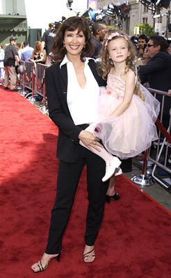 Premiere: Janine Turner with daughter Juliette at the LA premiere of 20th Century Fox's Star Wars: Episode II - Attack of the Clones - 5/12/2002