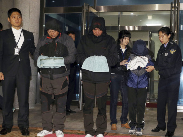Captain of sunken SKorean ferry, 2 crew arrested