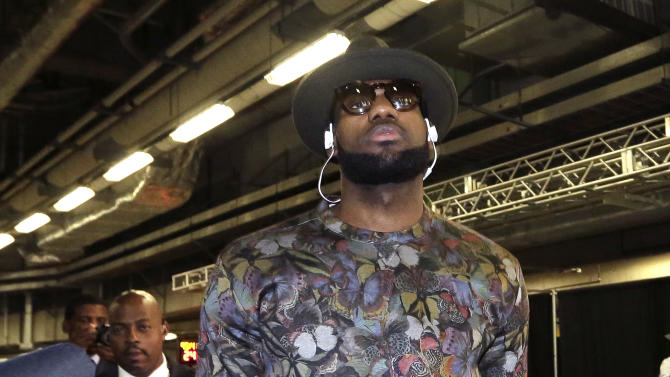 Cleveland Cavaliers forward LeBron James arrives for an NBA basketball game against the Miami Heat, Thursday, Dec. 25, 2014, in Miami. (AP Photo/Lynne Sladky)