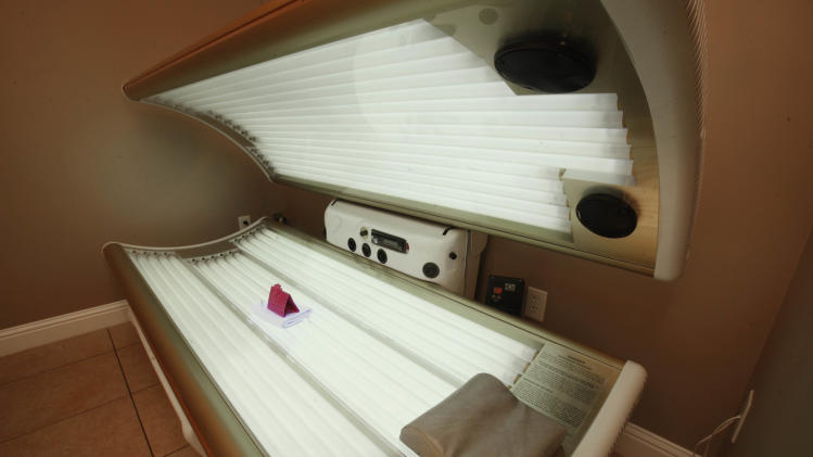 FDA wants cancer warnings on tanning beds
