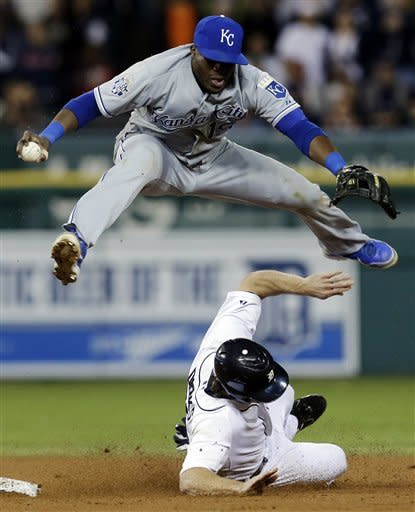 Tigers beat Royals on Peralta's groundout in 8th