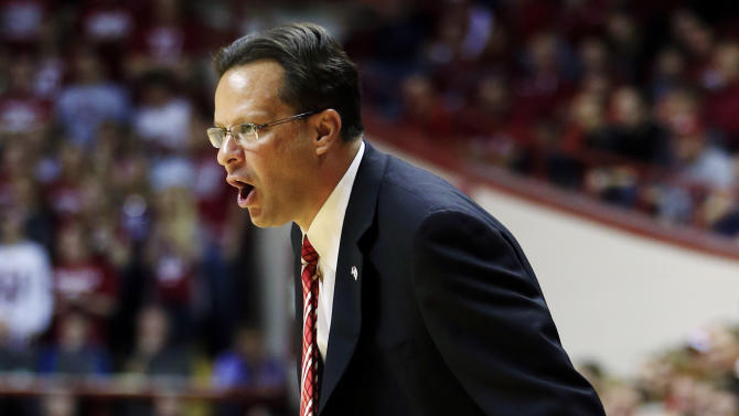 Indiana head coach Tom Crean shouts instructions to his team during the first half of an NCAA college basketball game against North Dakota State, Monday, Nov. 12, 2012, in Bloomington, Ind. (AP Photo/Darron Cummings)
