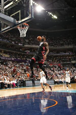 James, Heat top Bobcats 98-85 for 3-0 series lead
