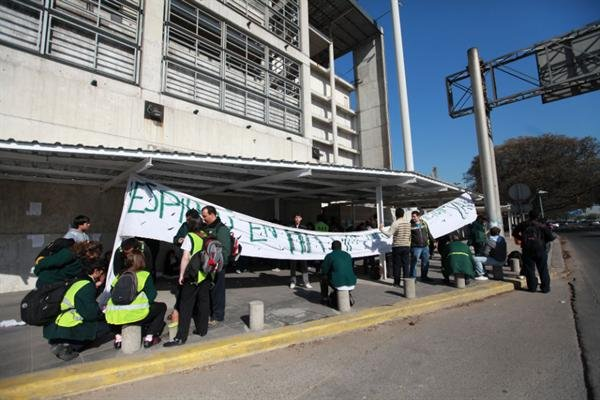 En febrero de 2011, empleados tercerizados bloquearon durante varias horas el ingreso a Aeroparque
