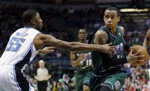 Bucks beat Magic 115-109 behind big 4th from Ellis