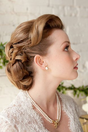 A retro-inspired wedding hairdo.