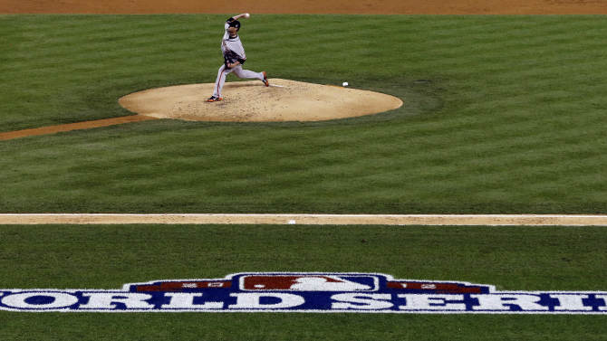 San Francisco Giants starting pitcher Ryan Vogelsong throws during the second inning of Game 3 of baseball's World Series against the Detroit Tigers Saturday, Oct. 27, 2012, in Detroit. (AP Photo/Paul Sancya )