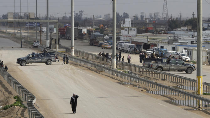 Security forces close the city of Fallujah during a protest in Fallujah, 40 miles (65 kilometers) west of Baghdad, Iraq, Friday, Feb. 1, 2013. Tens of thousands of Sunni protesters blocked a major highway in western Iraq on Friday, as an al-Qaida-affiliated group called on Sunnis to take up arms against the Shiite-led government. (AP Photo/ Khalid Mohammed)