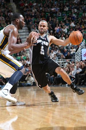 Parker lifts Spurs to 11th straight win, 106-102