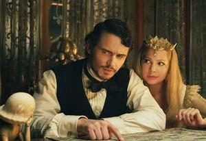 James Franco and Michelle Williams | Photo Credits: Walt Disney Pictures