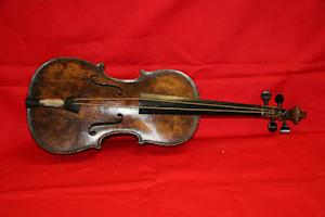 Titanic bandmaster's violin sold at auction