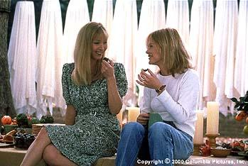 Maddy ( Lisa Kudrow , left) and Eve ( Meg Ryan ) enjoy a laugh while preparing for Eve's son's birthday party in the Columbia Pictures presentation, Hanging Up