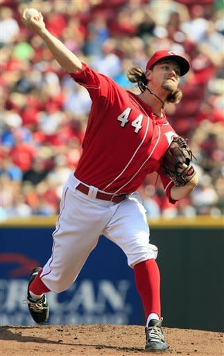 Phillips helps Reds beat Cardinals 8-2