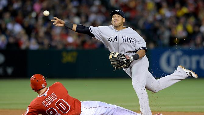 Roberts' homer puts Yankees past Angels 4-3