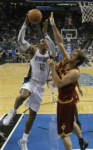 Howard's big night leads Magic past Cavs 102-94