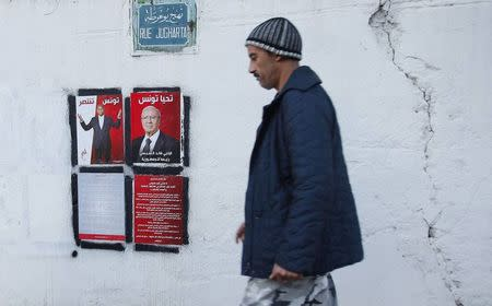 Tunisians vote in historic presidential run-off