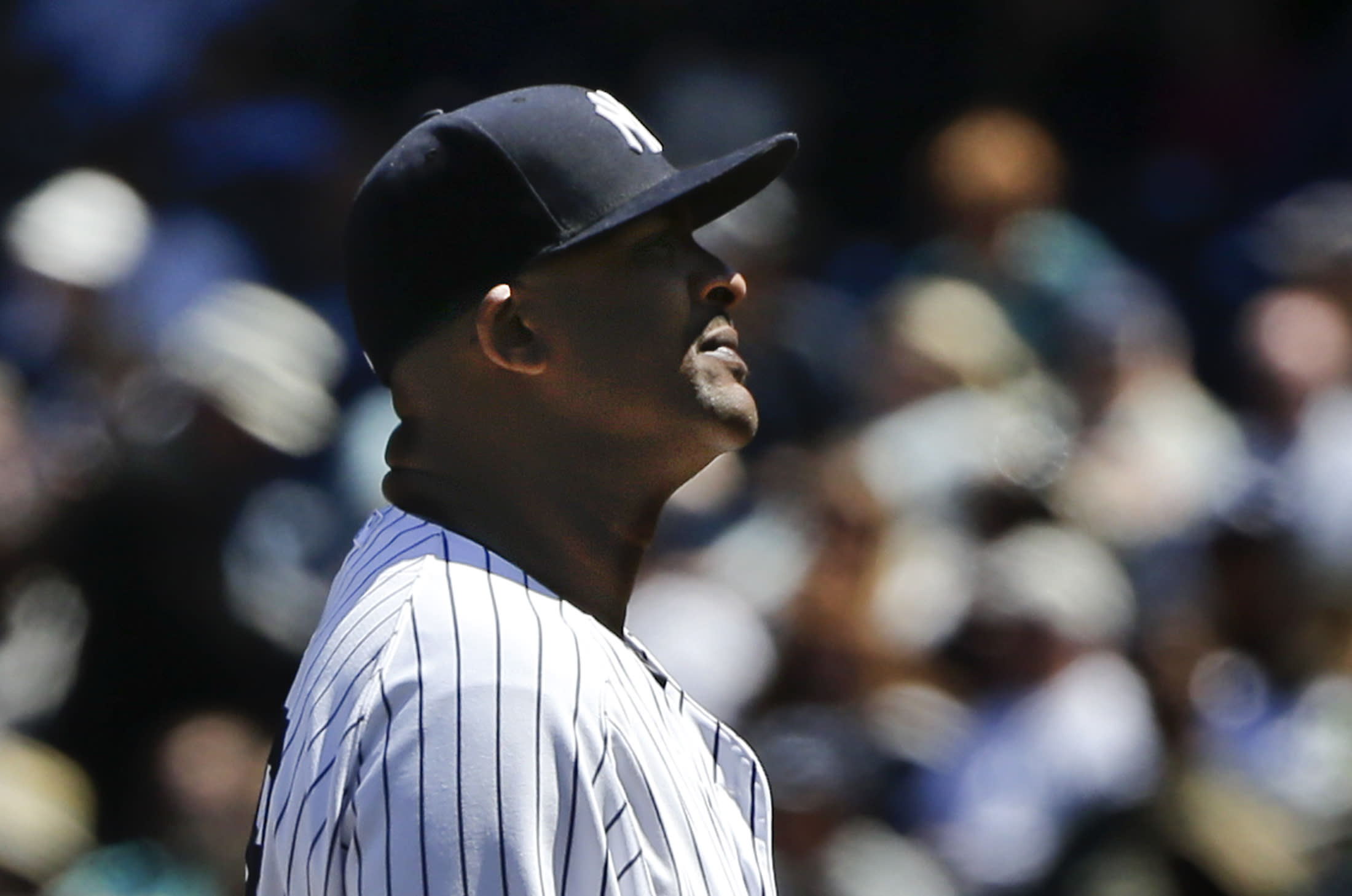Yankees lose for 9th time in 10 games, 15-4 to Rangers