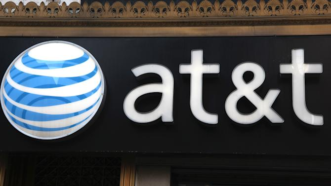 AT&T smartphone sales fall in 2Q, boosting net