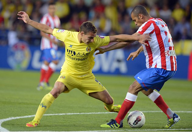 Villarreal's Argentinian Forward Marco Ruben (L) Vies For The Ball  With Atletico Madrid's Brazilian Defender Joa AFP/Getty Images
